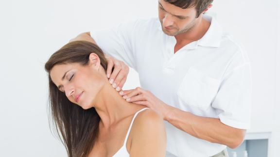 patient-doctor-neck-pain.png