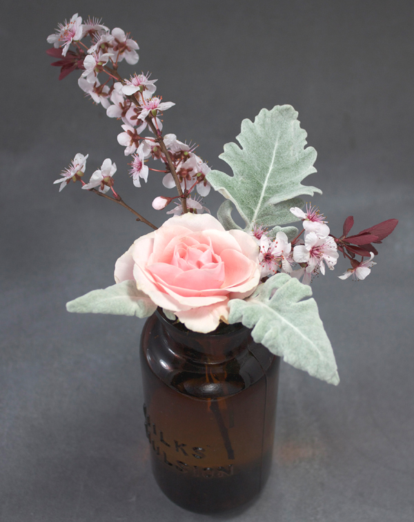 Spring is cherry blossom season! Make these cherry blossom floral arrangements before it's too late.