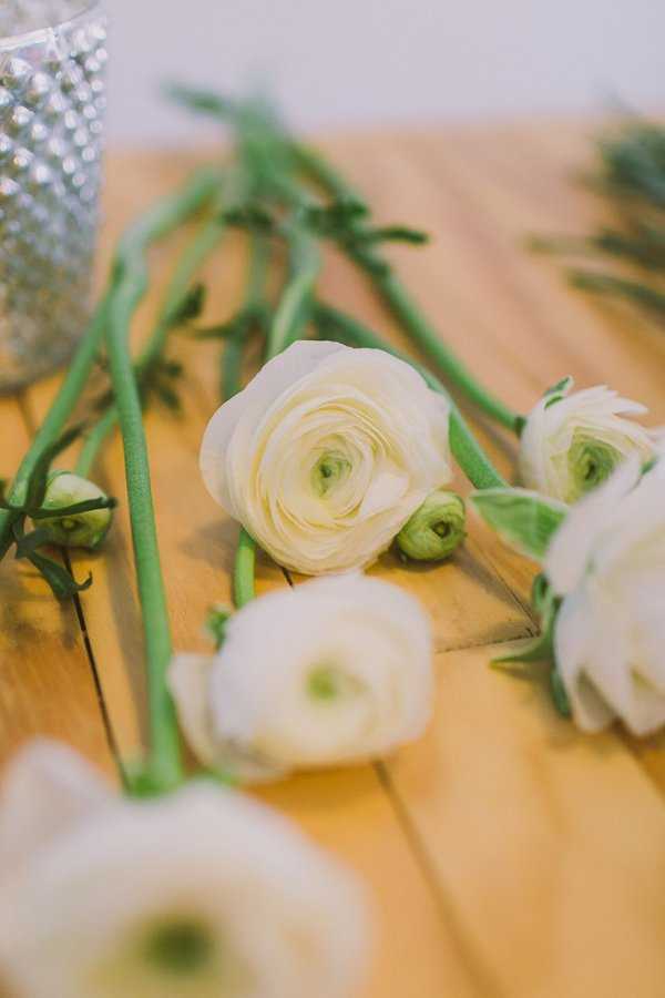 diy ranunculus centerpiece tutorial on Showerbelle