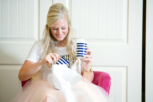 Check out this bold & preppy Kate Spade bridal shower brunch you can recreate at home. #kate #spade #bridal #shower #gifts