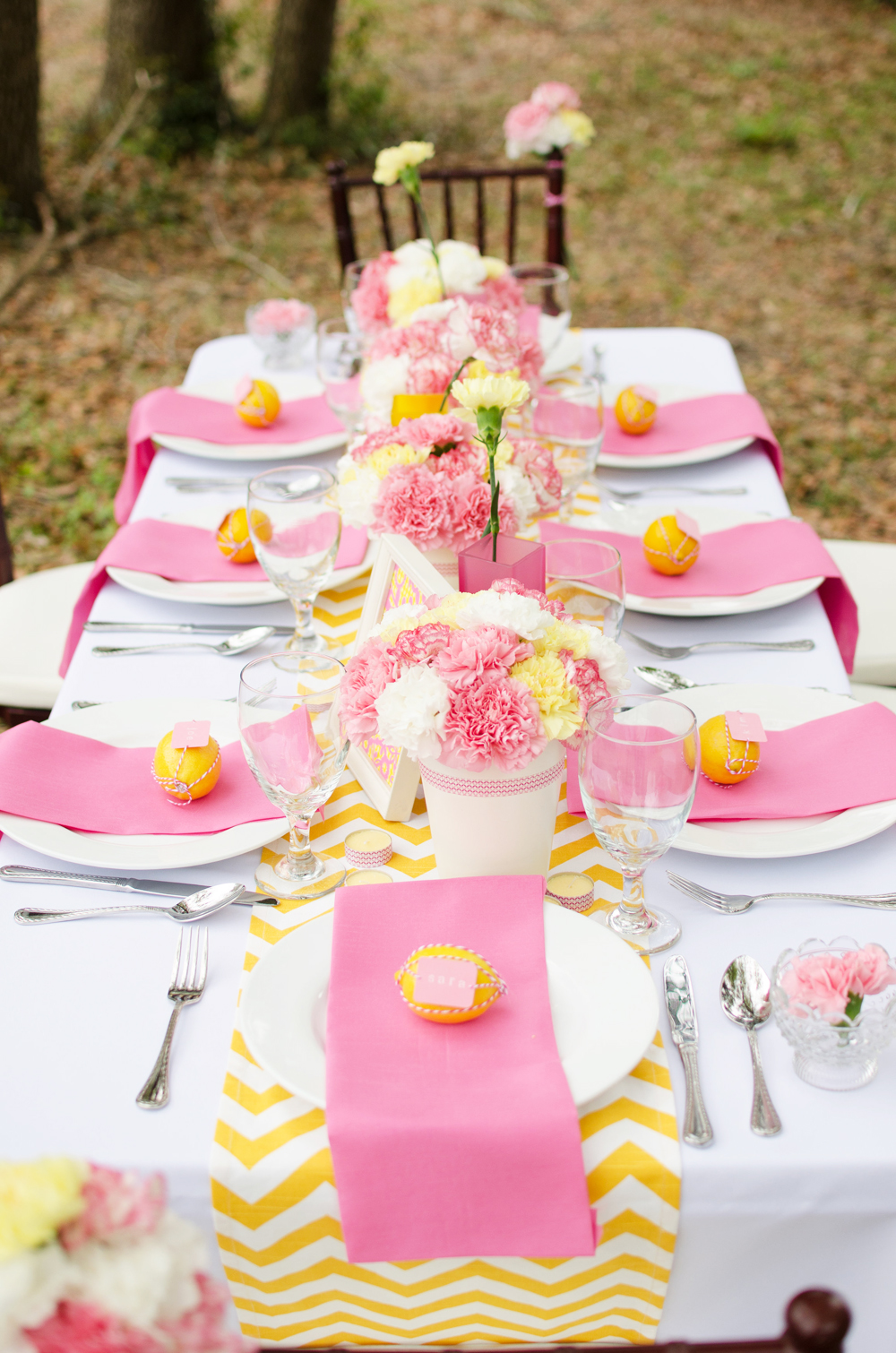 pink and yellow table decorations – Loris Decoration