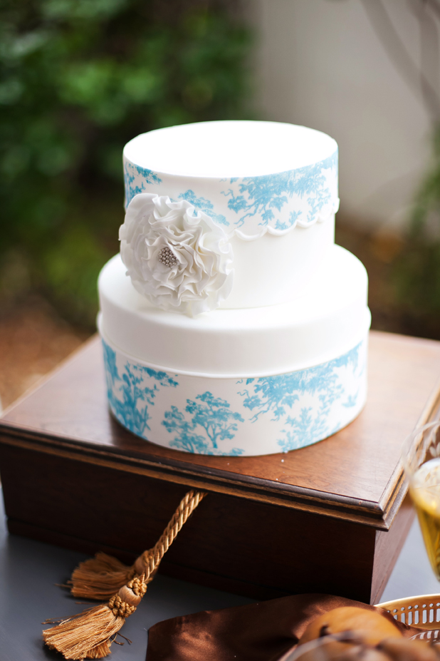 charming southern wedding cake.jpg