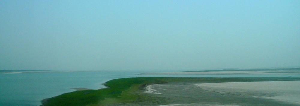 Figure 1: Image of the breadth and flatness of the Jamuna River and its charlands (Rivera, 2010).