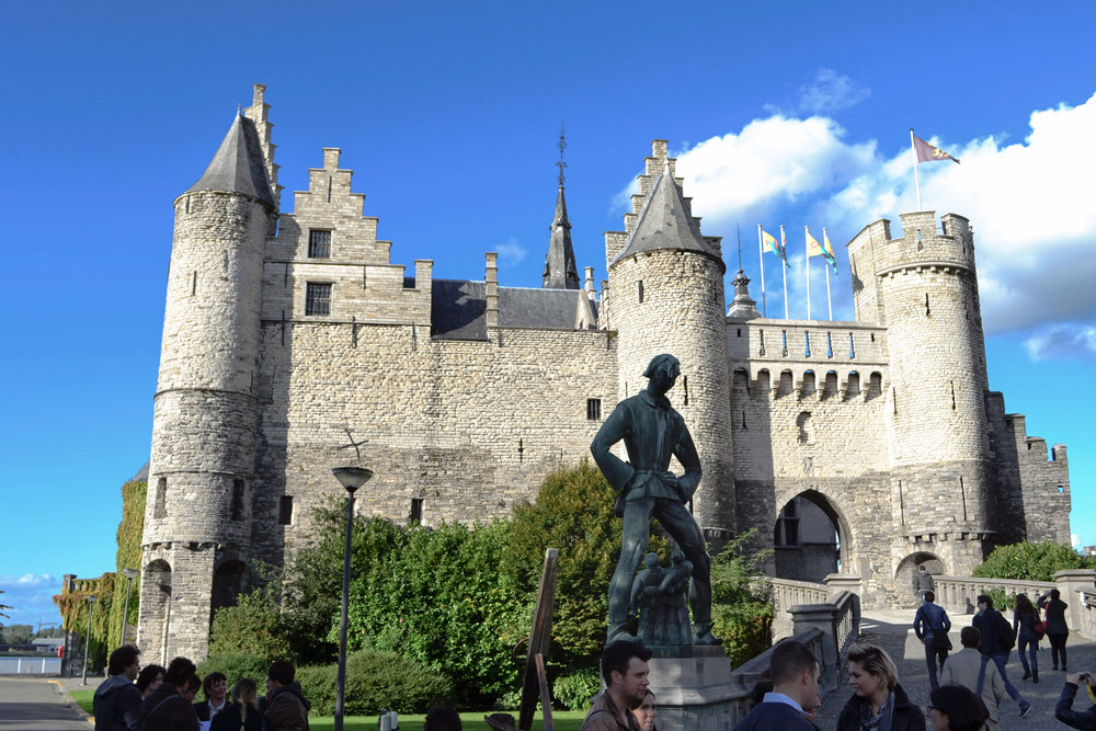 Het Steen castle with the Lange Wapper statue outside