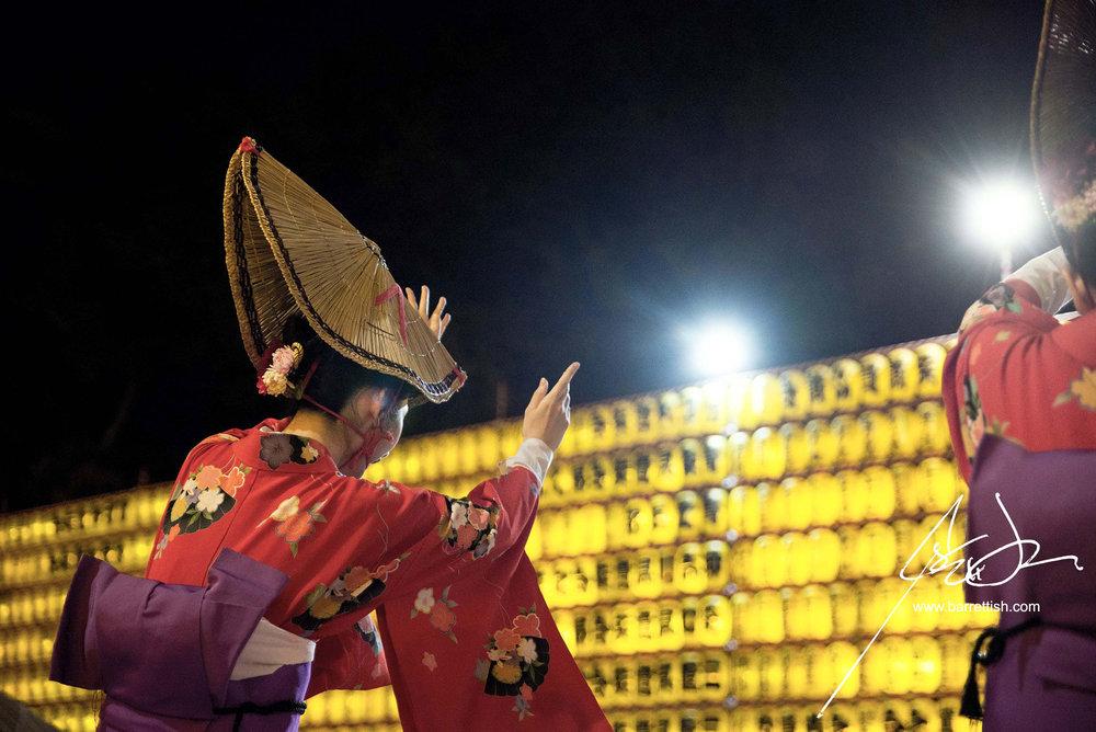 Tokyo-Yasukuni-shrine-dance.jpg