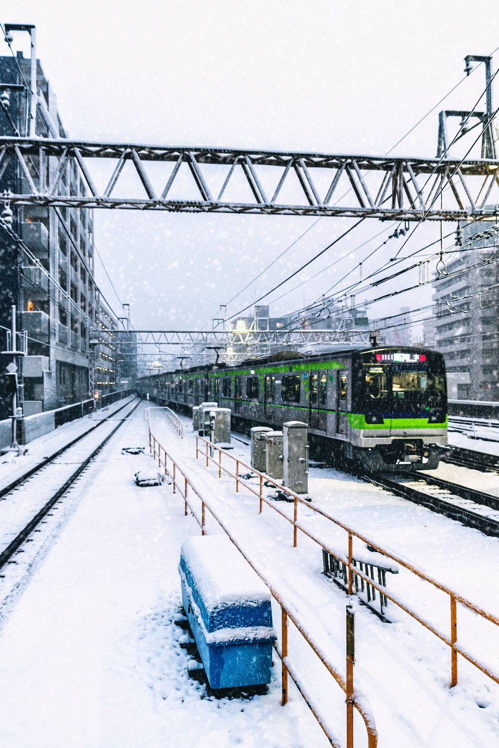 A Keio line train departs Sasazuka station bound for Hashimoto.
