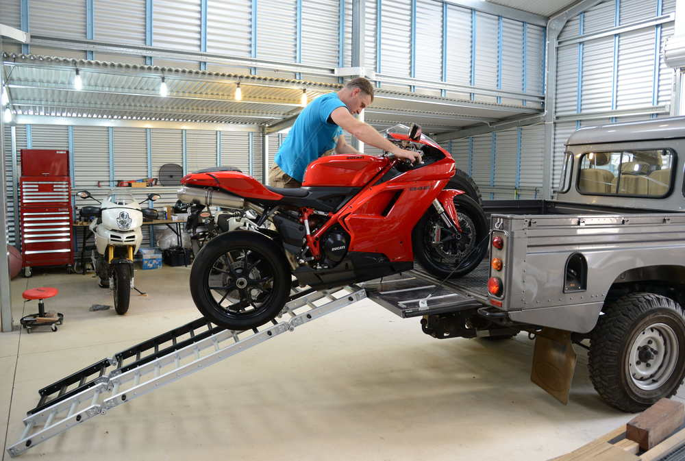 ReadyRamp Loading a Ducati 848 onto a Land Rover Defender