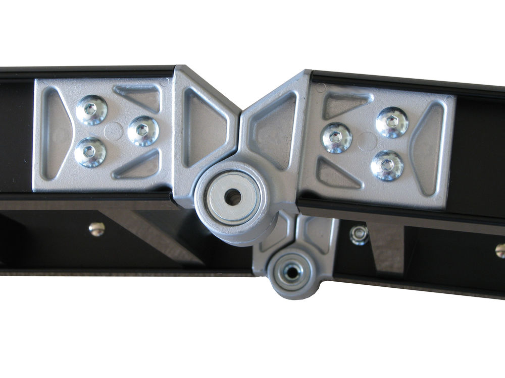 ReadyRamps has cast aluminium hinges with stainless steel hinge pins and exceptional quality hardware