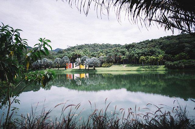 fotos da nossa visita ao @inhotim no blog. | www.camillasoares.com/blog 🌳
