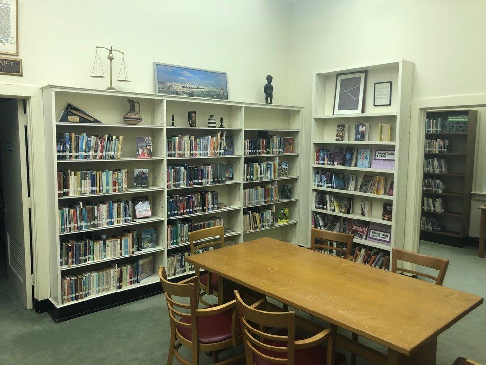 decatur-library-first-baptist-church-decatur-allen-memorial-library.JPG