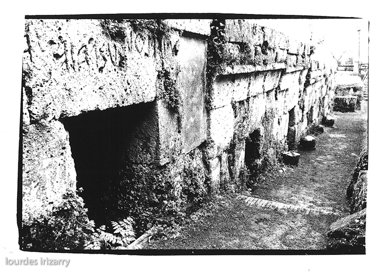 64214_tombs.jpg