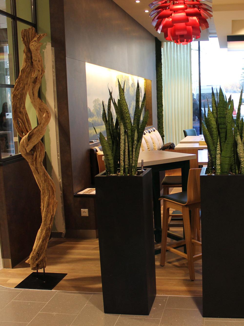 5-Holzobjekt-und-moderne-Pflanzgefäße-für-den-Innenbereich.jpg