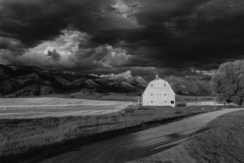Bridger Barn B&W.jpg