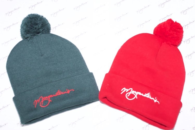 Beanie with Pom Pom (red or green) — Morgenstern s d77dc33e77f