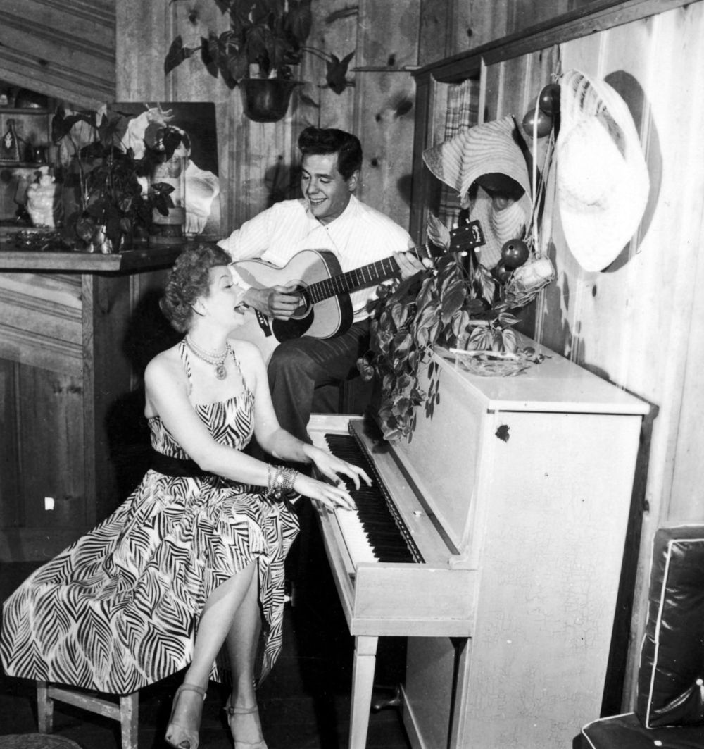 gallery-1436470822-lucy-desi-piano-archive-photo-1.jpg