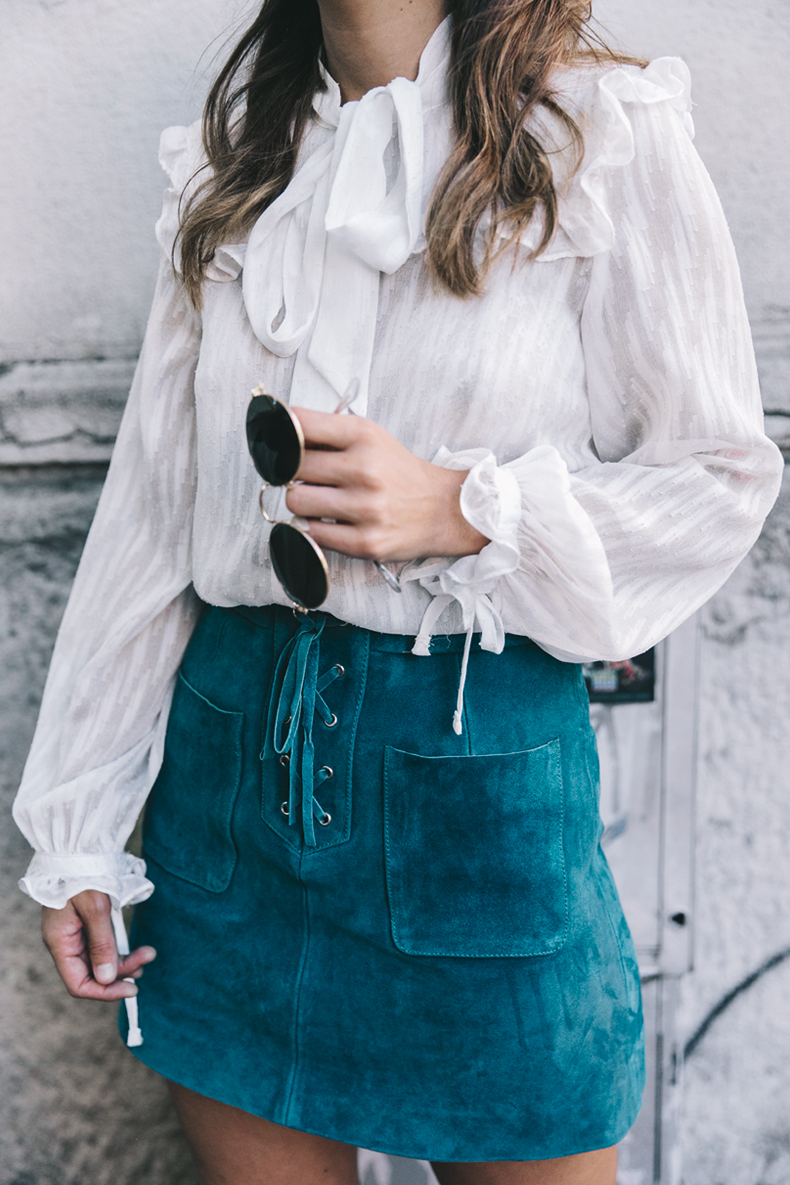 Mini_Suede_Skirt-Lace_Up_Skirt-Turquoise-Bow_Blouse-Mary_Jane_Shoes-Topshop-Outfit-Street_Style-13.jpg