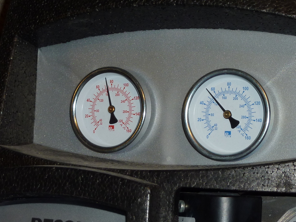 Dials show the temperature at the collector (left) and in the tank in Celsius (outer scale) and Fahrenheit (inner scale).