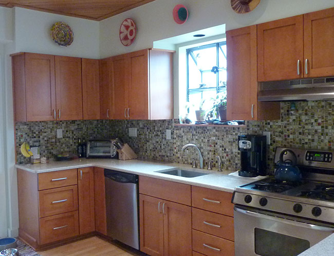 A glass tile backsplash is a collection of earth tones.