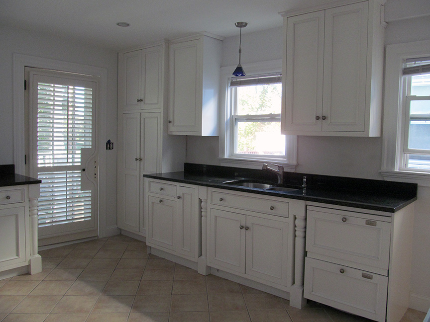 Gorgeous cabinets were used to renovate the kitchen of Maria's rental