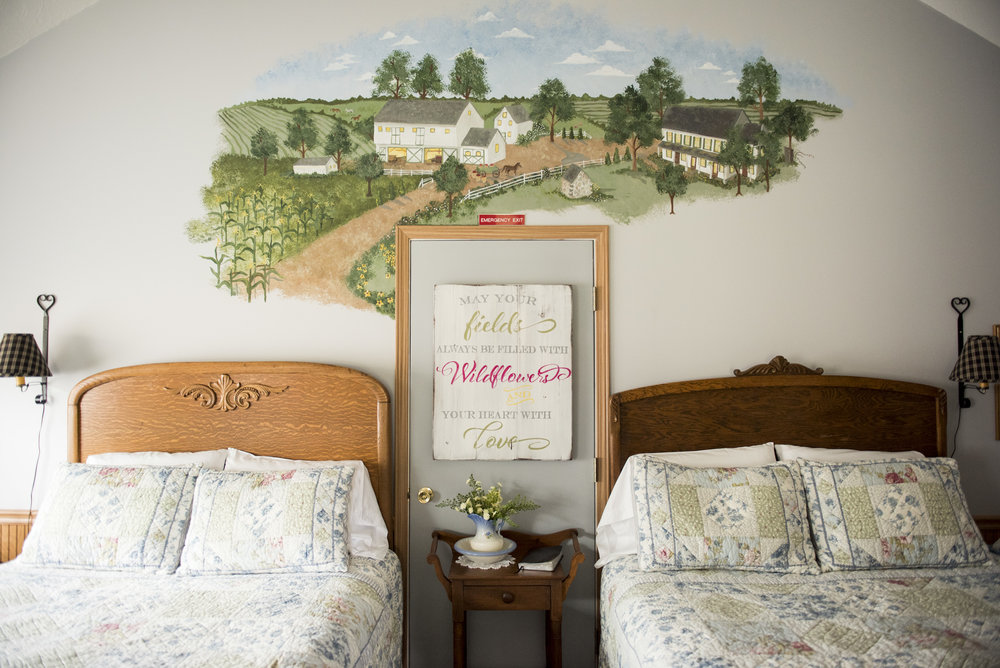Grand room of the Amish Cottage(Dawdi Haus) 2 queen beds and sitting area