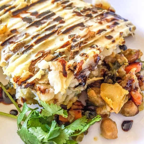 This Samosa Pie is a twist on a Shepherd's Pie, but with the warm spices of a Samosa. Its super easy to make and incredibly delicious! #vegan #recipes #plantbased #plantpower #plantstrong #veganrecipes #delicious Link in bio or get the recipe at www.thealohafiles.com