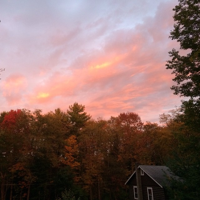 the skies have set the trees on fire. #colors #nofilter (at valhalla lodge)