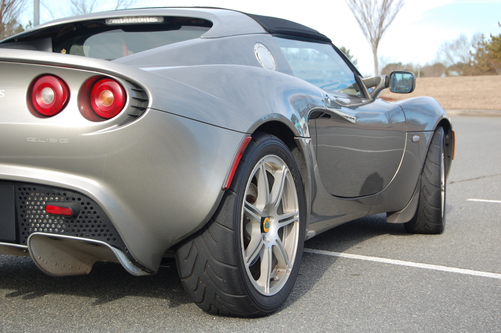 From the smiling front end cats eye headlights vented hood over the front radiators and the engine cover the scooped doors curvy rear hips ... & 2005 Lotus Elise u2014 Road Tests u0026 Photos