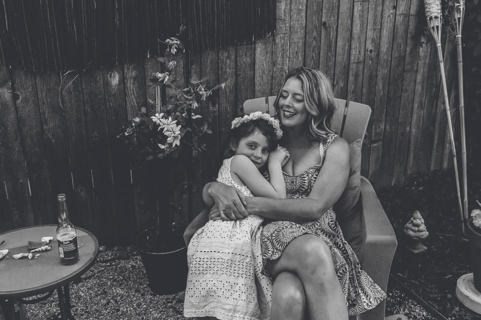 mom daughter snuggles denver family photographer