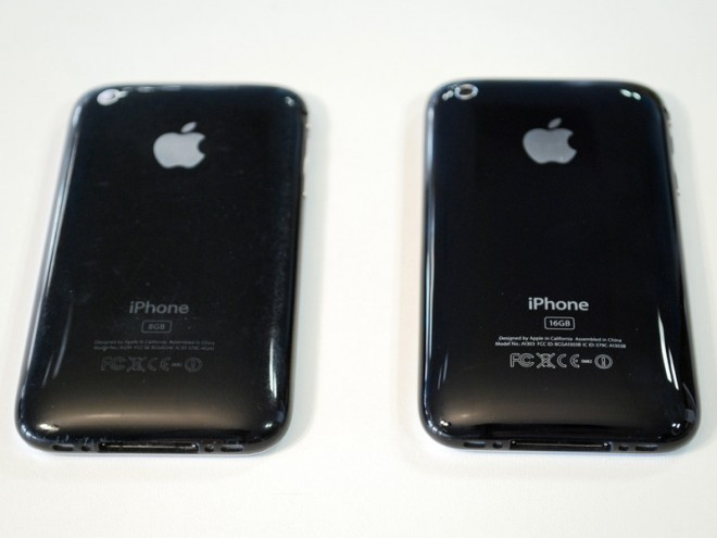 Left: 3G Right: 3GS