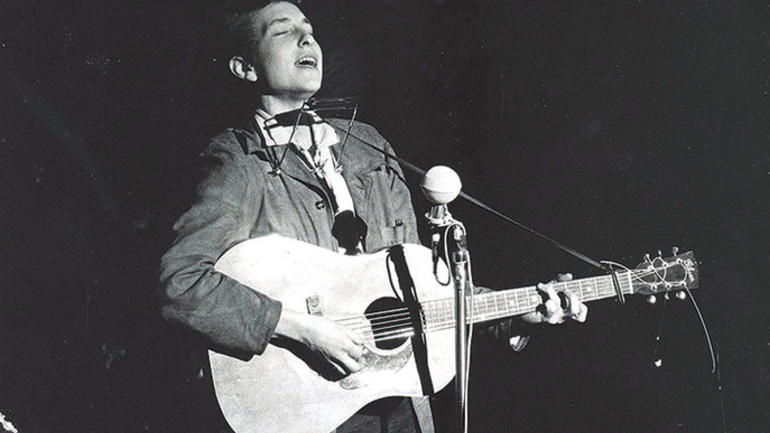 Bob Dylan performs in November 1963. (News Tribune file photo)