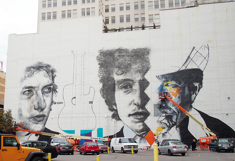 Work on the mural is going quickly, although Kobra and his fellow painters say they are racing against time to get the piece finished by September 7. By the second day, August 27, 2015, the outline of the mural was clear, but Kobra said there was a huge amount of detail and color to be added.