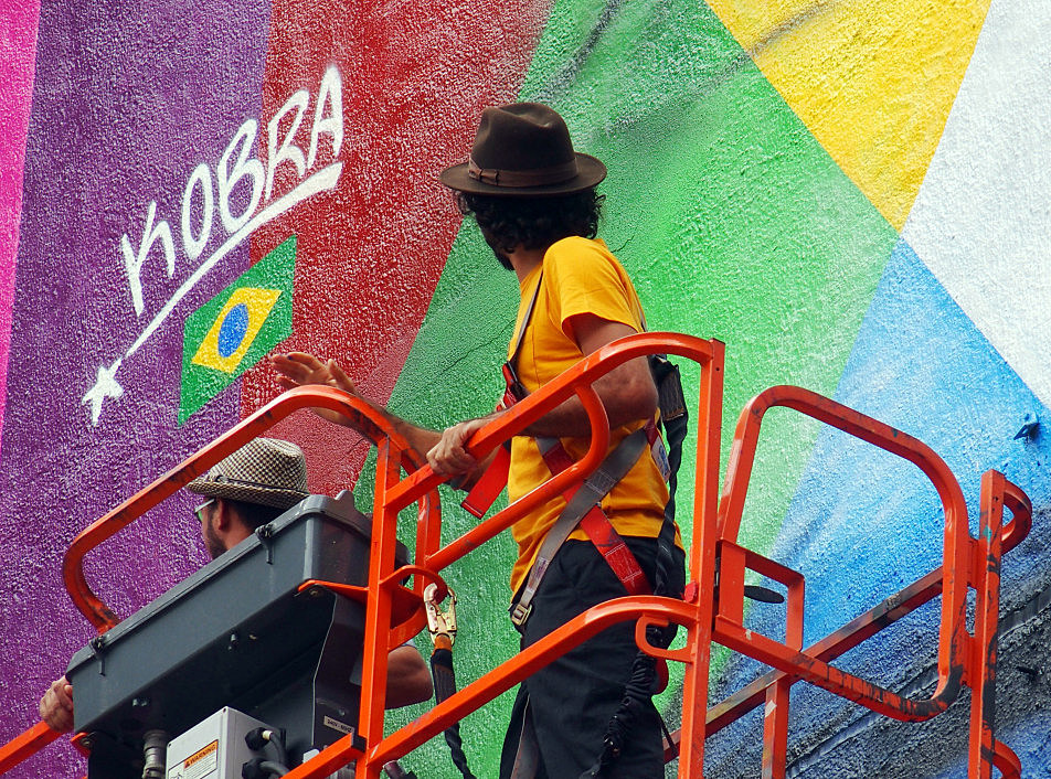 Eduardo Kobra looked up at his signature moments after adding it as a finishing touch to the mural on Sept. 8, 2015.
