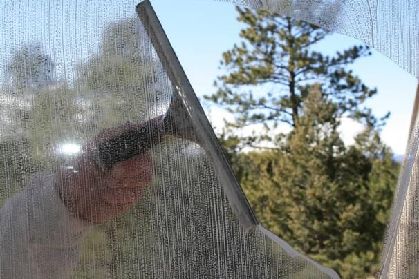 window_washing.19465943_large.jpg