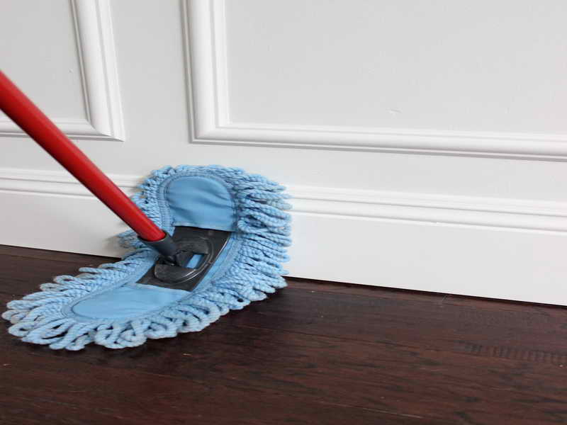 What-is-the-Best-Way-to-Clean-Hardwood-Floors-With-Red-Stick.jpg