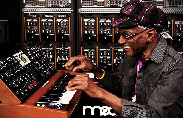 Bernie Worrell of Parliament-Funkadelic Plays Moog