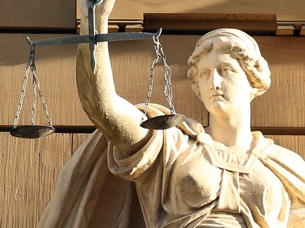 justitia-421805.jpg