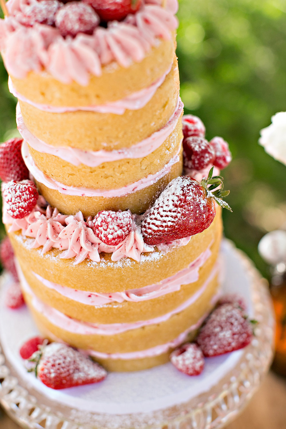 naked cake strawberries