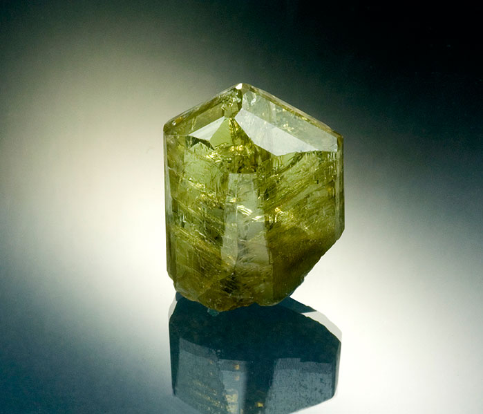 Yellow zoisite. Merelani, Tanzania, weight 79.48 ct, dimensions 2.8 x 2.3 x 1.3 cm.