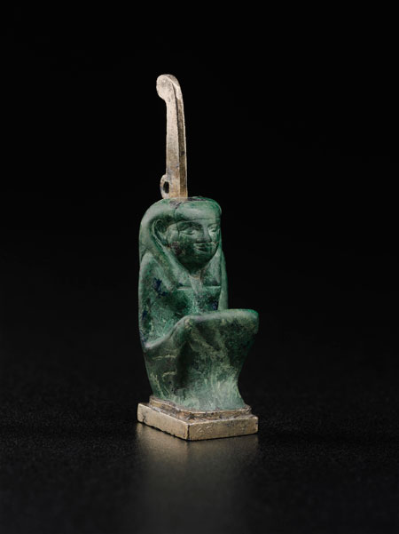 Arbiter. Amulet of Maat, 743–712 BCE. Gilded silver and malachite. Harvard University—Boston Museum of Fine Arts Expedition* Photograph © Museum of Fine Arts, Boston
