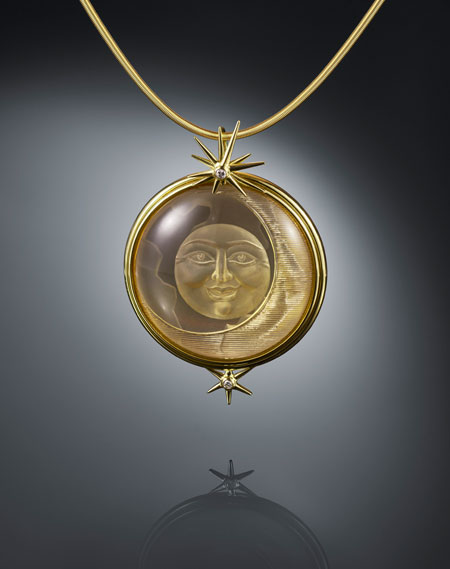 Moonlight by Manfred Wild, Kirschweiler, Germany. Pendant made of citrine, girasol, brilliants and yellow gold. (Photo: Lichtblick Foto-Design, Hiltrud und Jurgen Cullman, Schwollen)