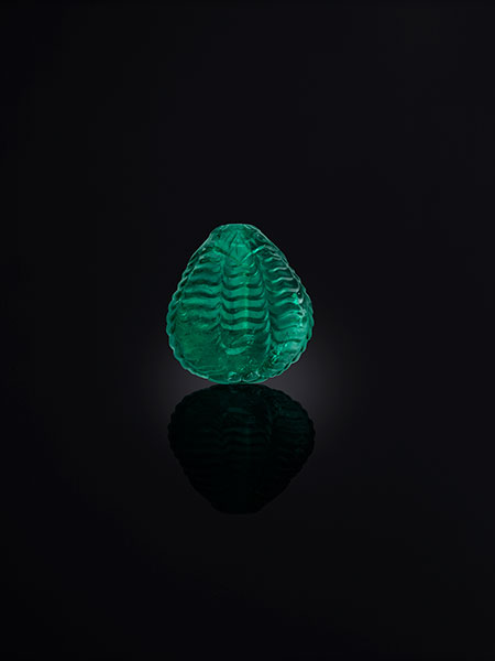 The Al Thani Collection.  Carved emerald bead, probably 18th century, Mughal Empire. (© Servette Overseas Limited, 2014. Photograph: Prudence Cuming Associates Ltd)