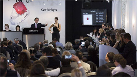 David Bennett, Chairman of Sotheby's Switzerland and of the Jewellery Department for Europe and the Middle East, wields the gavel for the Graff Ruby. (Photo: Sotheby's news release)