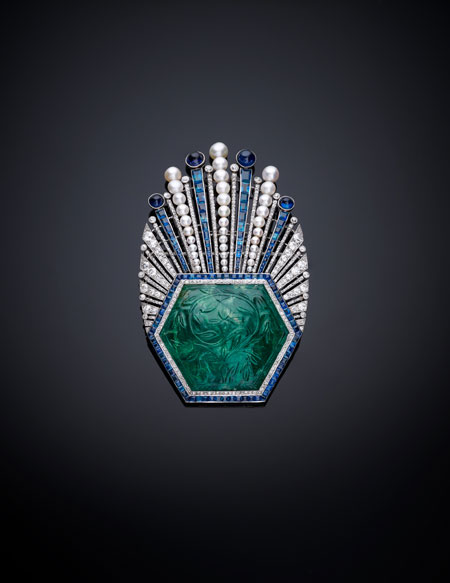 Aigrette. France, Paris, designed by Paul Iribe, made by Robert Linzeler, 1910. Platinum, set with emerald, sapphires, diamonds, and pearls. H. 3-5/8 in. (9 cm), W. 2-1/4 in. (5.6 cm), D. 5/8 in. (1.5 cm). Al-Thani Collection. (Photo: © Prudence Cuming Associates)