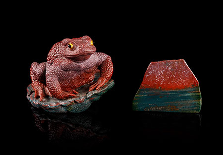 A set of carved jasper toad and matching rough jasper specimen, Gerd Dreher, Idar-Oberstein, Germany, 10.2 cm. and 7 cm. (Photos courtesy Leslie Hindman Auctioneers)