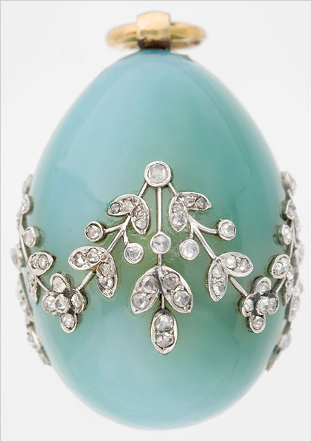 Carl Fabergé (1846–1920), Fabergé workshop, Mikhail Perkhin (workmaster). Miniature Easter Egg Pendant , about 1900. Chalcedony, gold, white gold, diamonds. 3.2 x 2.2 cm. Virginia Museum of Fine Arts, Bequest of Lillian Thomas Pratt. (Photo courtesy The Montreal Museum of Fine Arts)