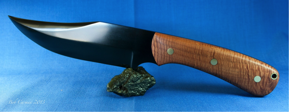 Shown above on a nice olive slick is a full tang Wyoming Edward's black nephrite blade with fiddleback eucalyptus wood. This piece was carved and photographed by Robert Carmen in 2013.
