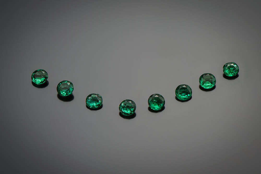 Check. Another classic locality is represented by these emerald from Muzo, Colombia. The emeralds, about 1 carat each,  are from the coronation crown of Napoléon III, made by Lemonnier in 1855. (Photo: © MINES ParisTech – A. Stenger)