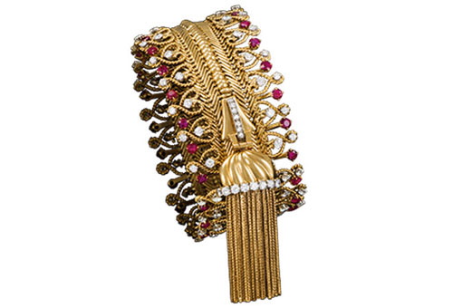 Shown here, from Couture, is a beautiful and resourceful zipper bracelet that transforms itself (well, with the aid of the wearer) into a necklace. (Photo: Patrick Gries © Van Cleef & Arpels)