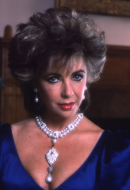 """Elizabeth Taylor wearing La Peregrina. See our story """"Clamoring for Cartier"""" for a glimpse of Taylor's original inspiration for this necklace.(Photo: Fred Ward)"""