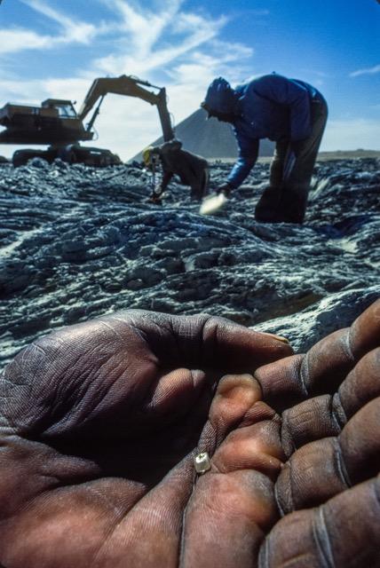 Picking diamonds by hand. (Photo: Fred Ward)